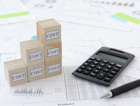 コストと書かれた積み木
