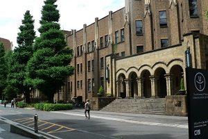 大学の入り口