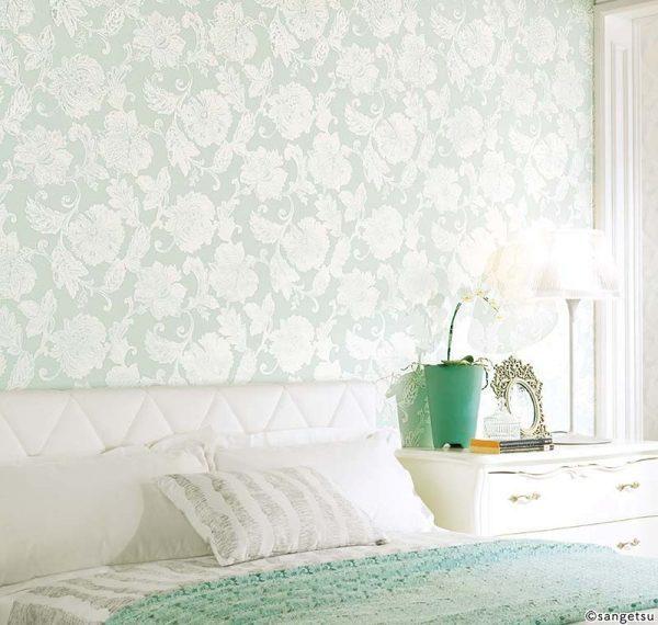 エレガントなブルーグリーン壁紙で癒しの寝室