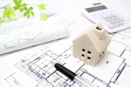 家の模型と間取り
