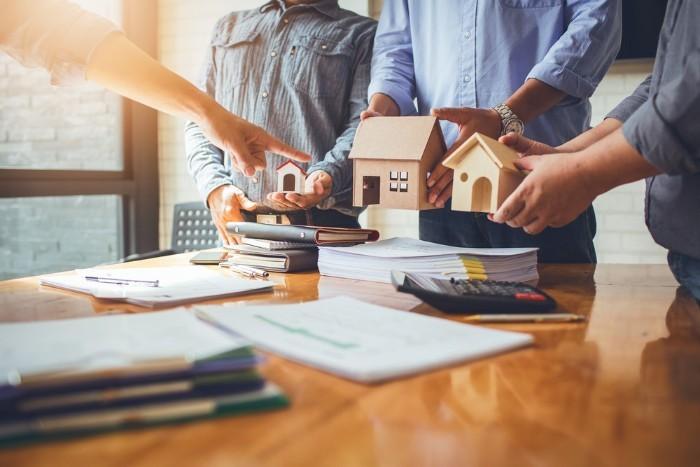 建築業者の選び方がわかる!ハウスメーカーと工務店の違いを徹底解説